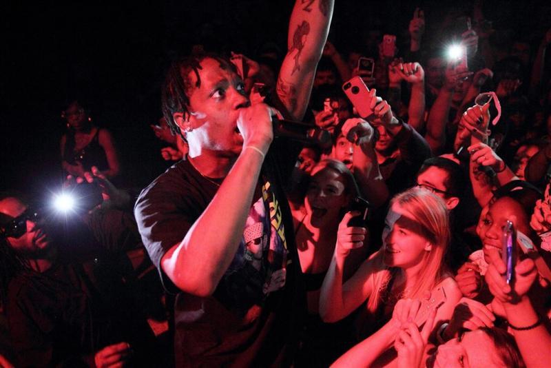 'Rihanna intiem met rapper Travis Scott'