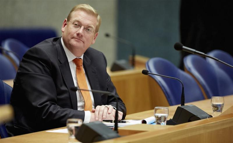 Van der Steur gaat door met nieuw politieplan