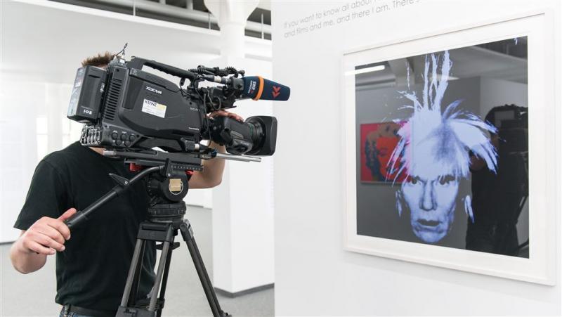 Dieven verwisselen Warhol met kleurenkopieën