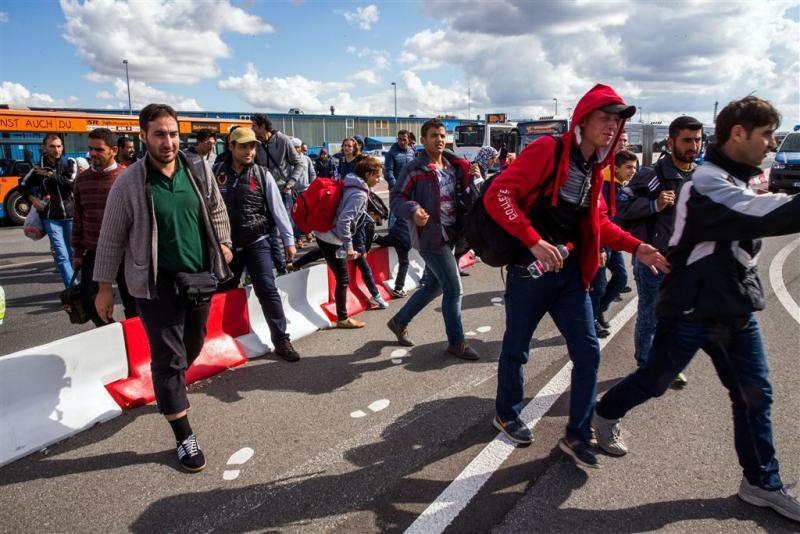 Weer honderden vluchtelingen naar Zweden
