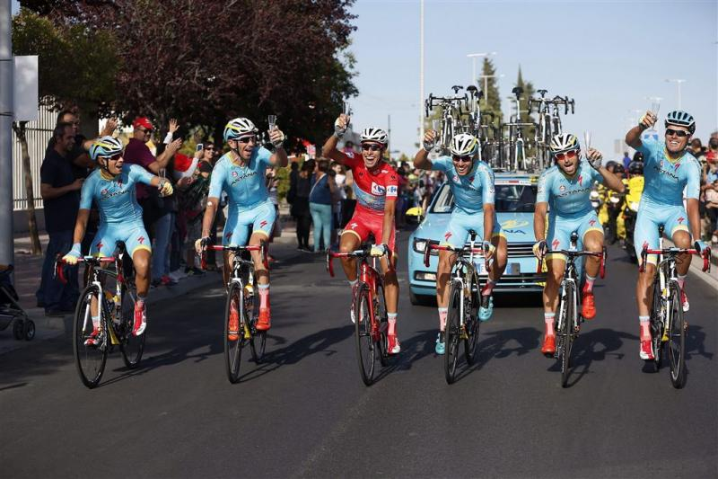 Aru wint Vuelta, slotrit voor Degenkolb