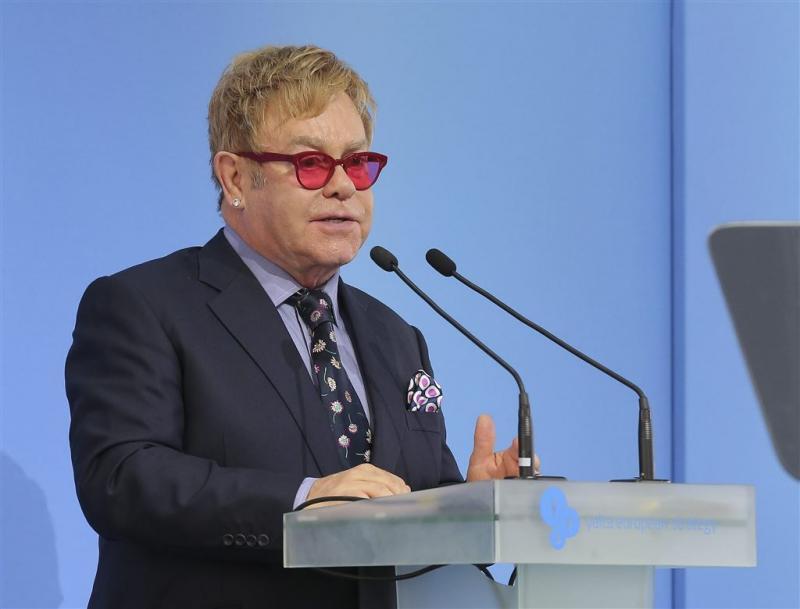 Elton John wil in gesprek met Poetin