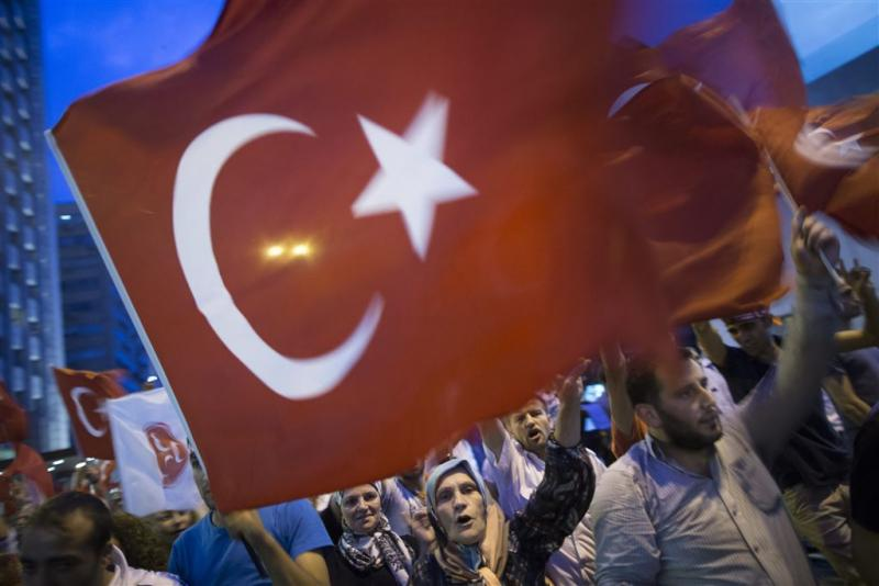 Turken betogen in Rotterdam tegen PKK