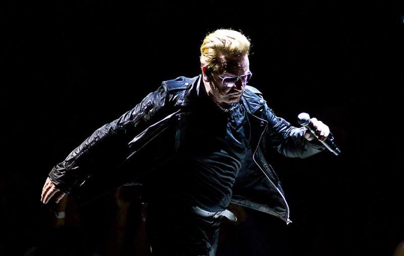 U2 brengt eerbetoon aan prins Friso