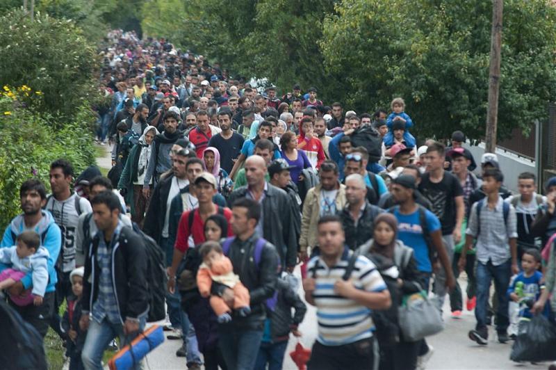 Veel vluchtelingen op valreep naar Hongarije