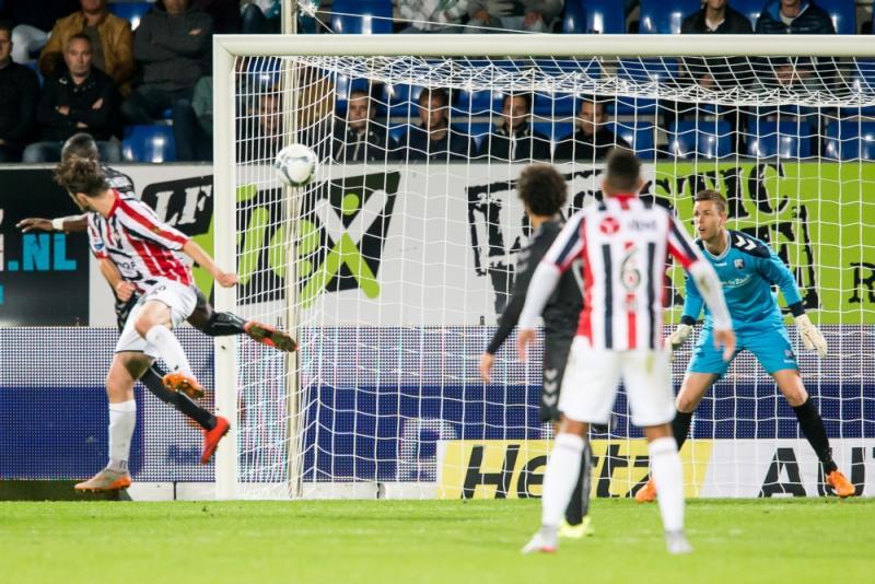 Erik Falkenburg (links) maakte de 1-0 voor Willem II (Pro Shots/Kay Int Veen)