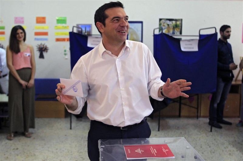 Zelfverzekerde Tsipras brengt stem uit