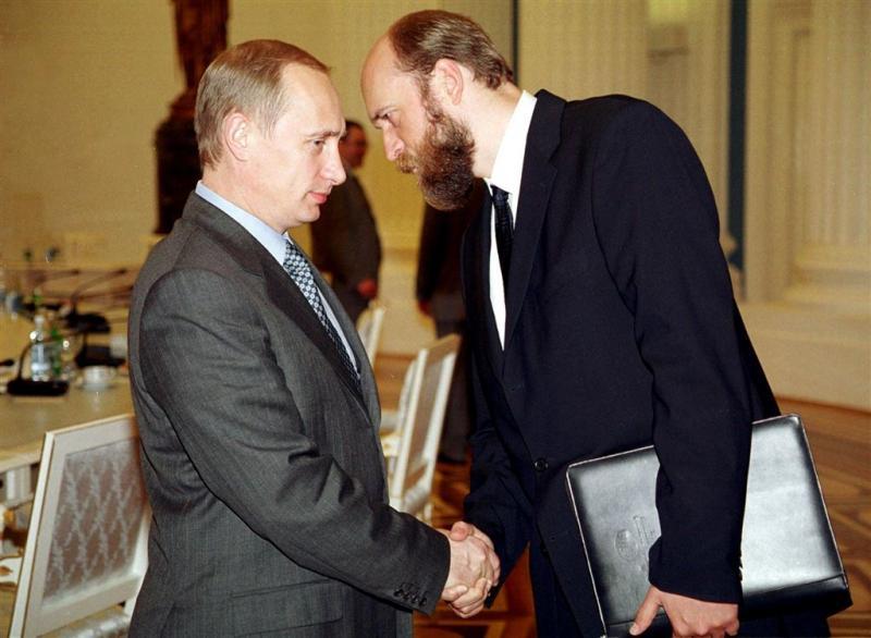 Gevallen tycoon eist miljarden van Moskou