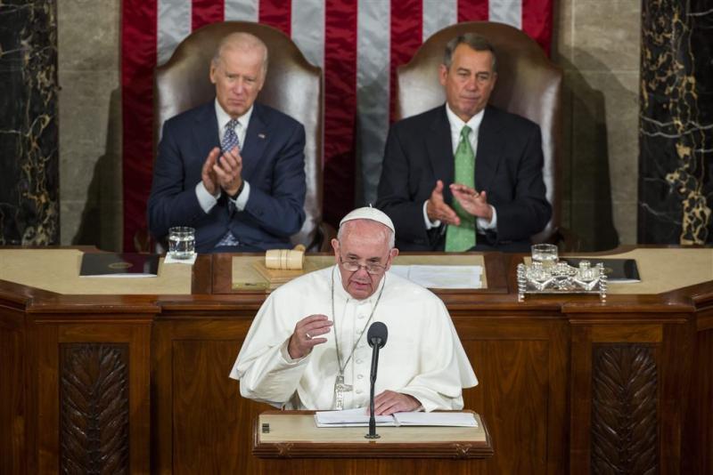 Paus: vluchtelingen zien als personen