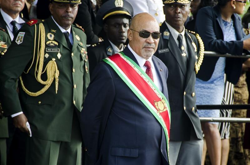 Begroting Suriname gehalveerd