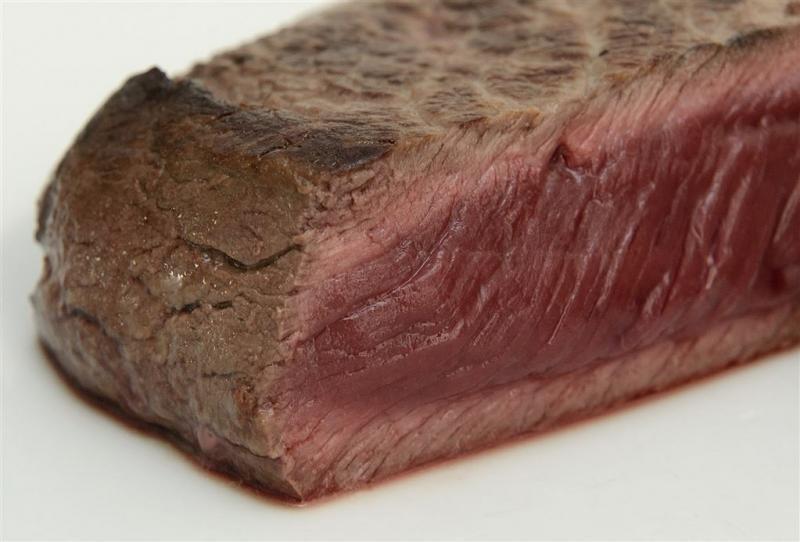 Nederlander verorbert minder vlees