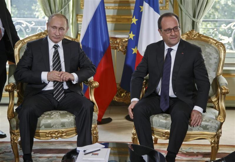 Kille blikken bij ontmoeting Hollande-Poetin