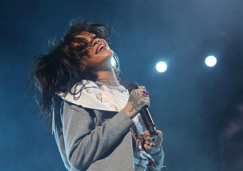 Rihanna op het podium voor Victoria's Secret