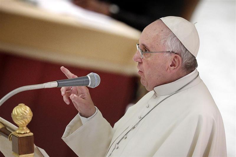 Vaticaan ontkent hersentumor van paus