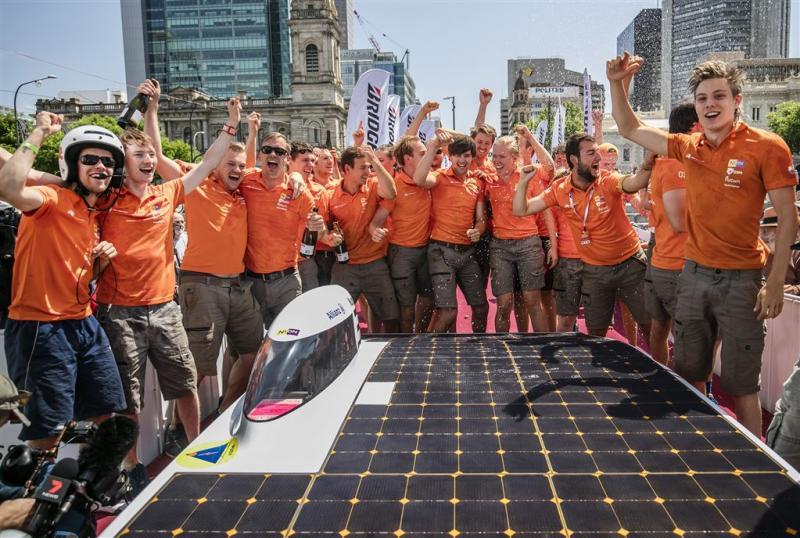 Haagse felicitaties voor zonnewagenteams