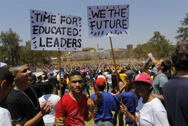 Zuma schrapt verhoging collegegelden