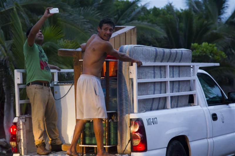 Noodtoestand in Mexico wegens orkaan Patricia