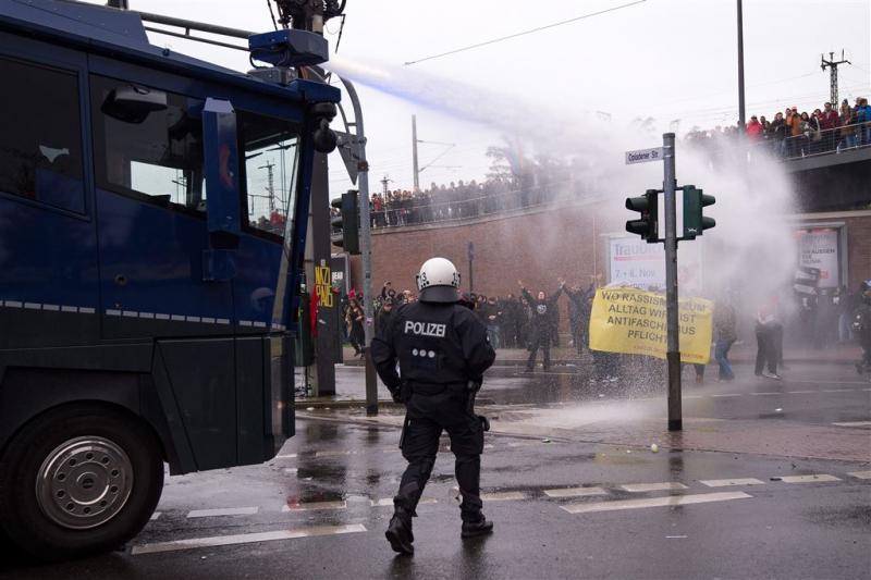 Duitse politie zet waterkanon in bij protest