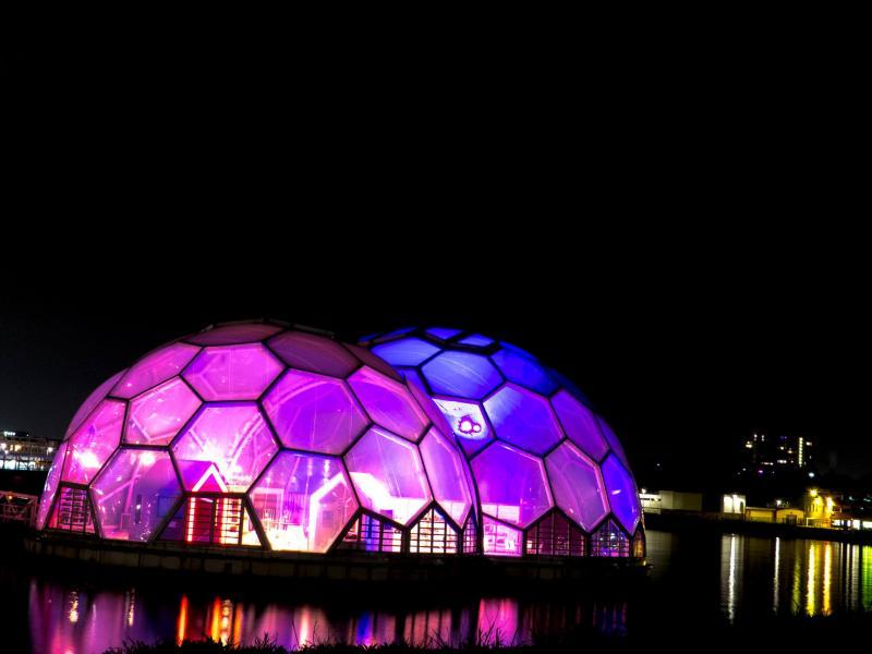 Drijvend paviljoen op de Kop van Zuid in Rotterdam
