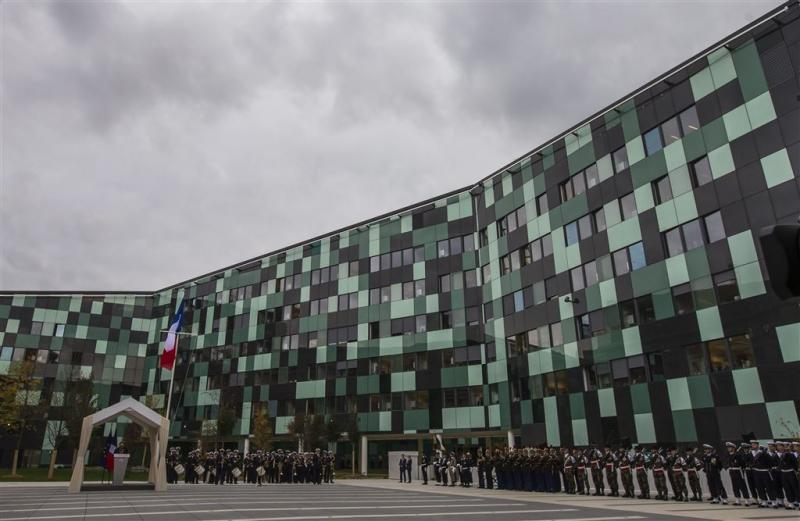 Hollande opent Frans 'Pentagon'