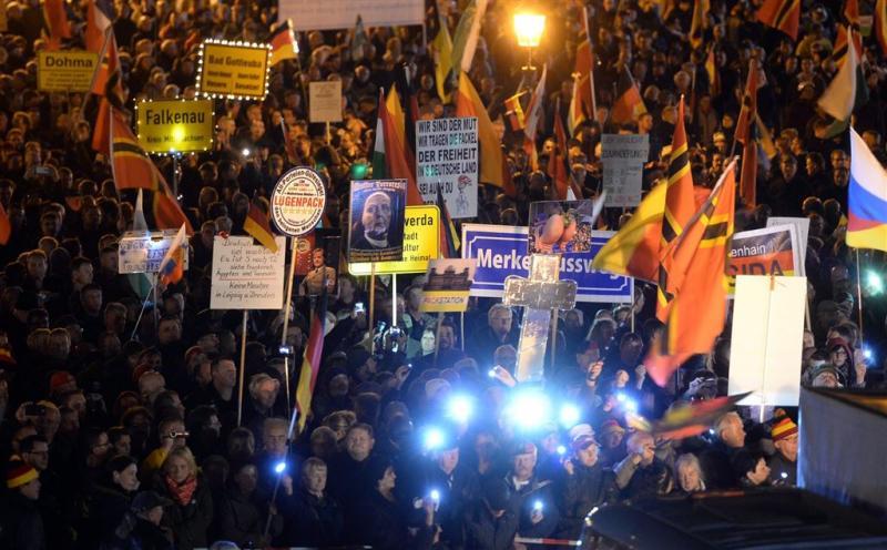 Duizenden demonstreren tegen Pegida