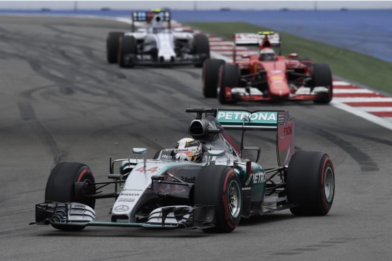 Zieke Hamilton later naar Sao Paulo (Zuma Sports Wire)