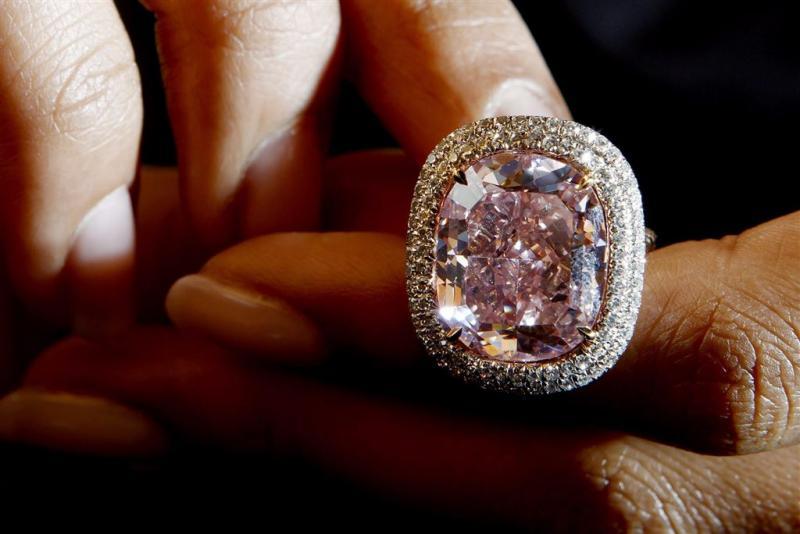 Roze diamant geveild voor 26 miljoen euro