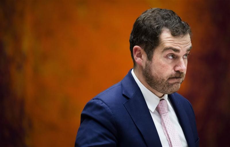 Dijkhoff kan niets met klachten asielzoekers