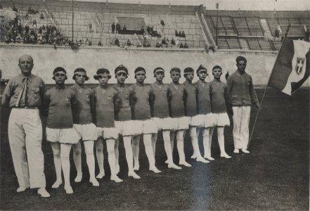 Het zilveren team, met leeftijden tussen de 11 en 17 jaar (Foto: Società Ginnastica Pavesa)