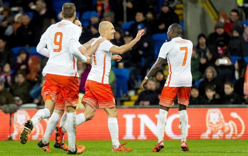 Robben leidt Oranje langs Wales