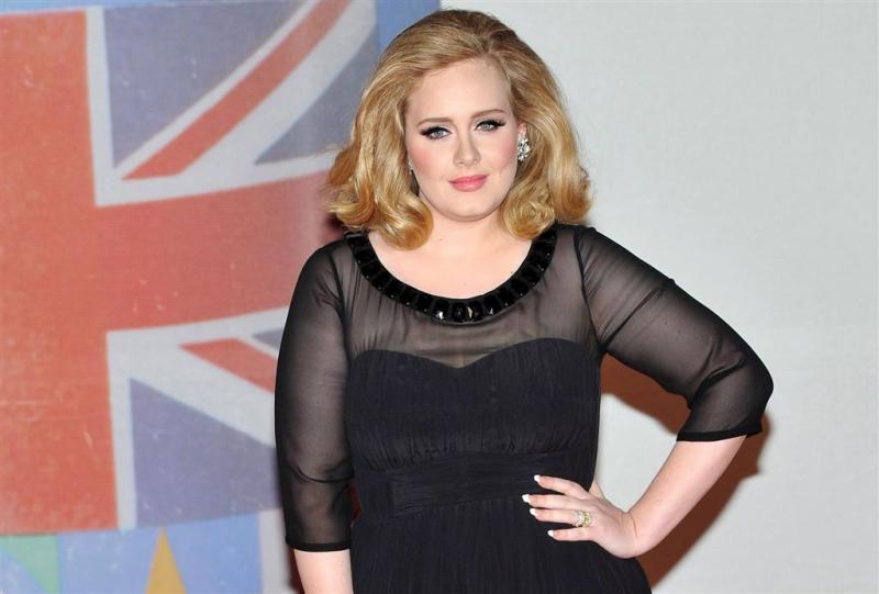 Adele blijft hitlijst aanvoeren met Hello