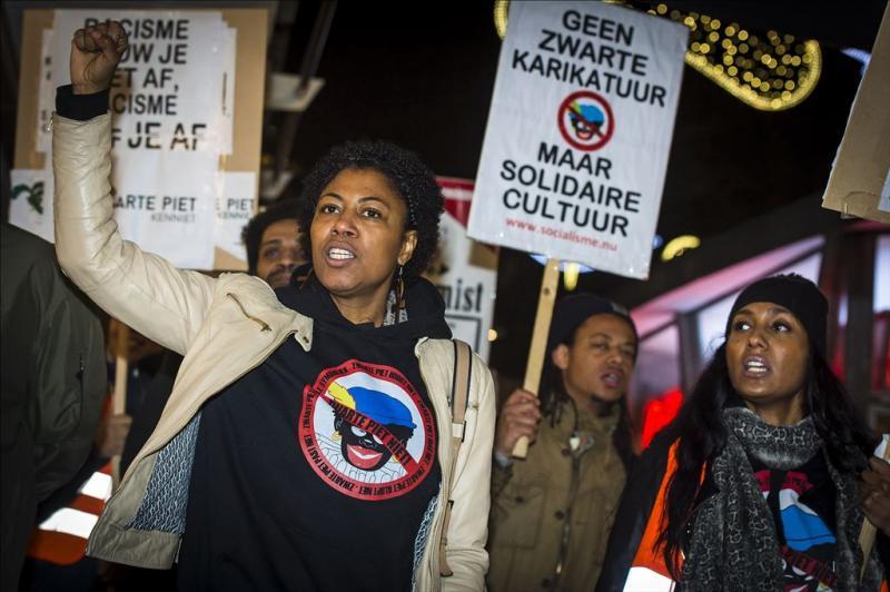 Vier bussen met demonstranten naar Meppel
