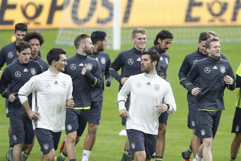 Bommelding jaagt Duits elftal hotel uit