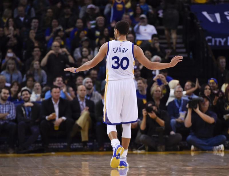 Curry steelt show bij Golden State