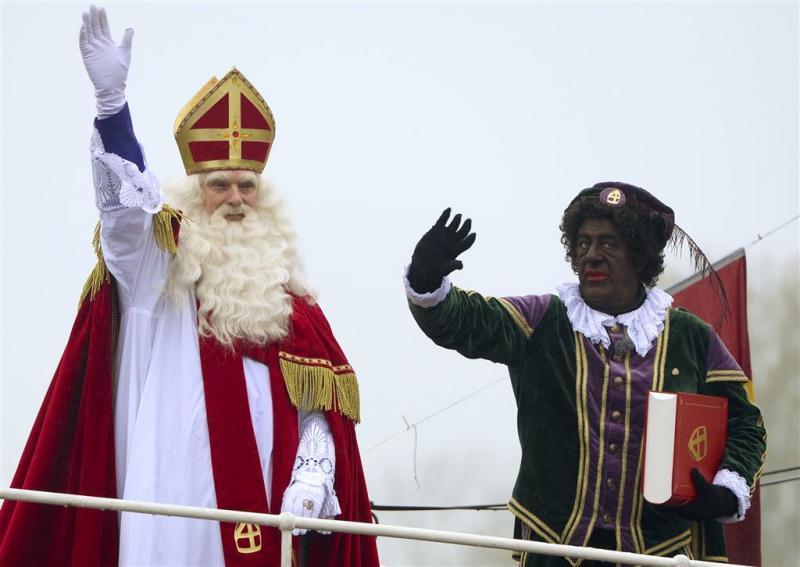 Sinterklaas zet voet aan wal in Meppel