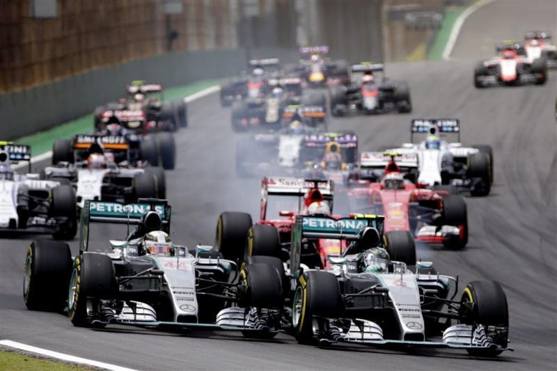 Verstappen bewijst ongelijk Hamilton