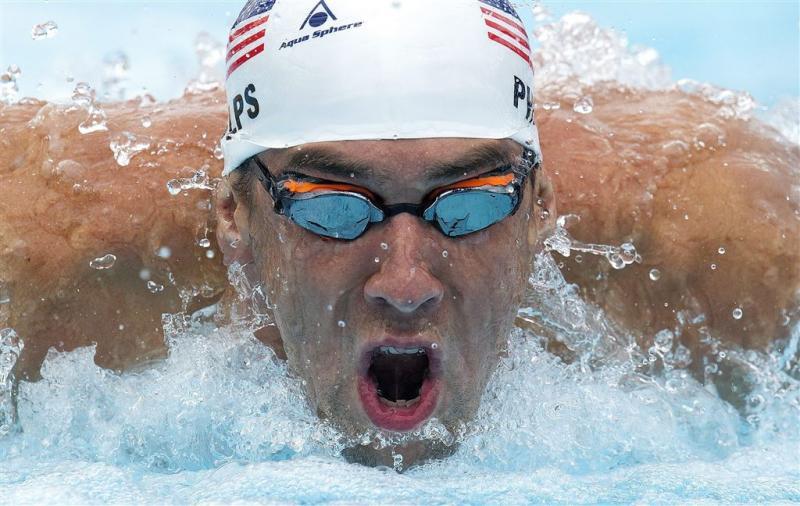 Phelps begint weg naar Rio met winst
