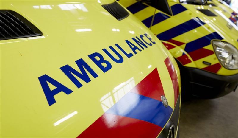 Jongen deelt klap uit aan ambulancepersoneel