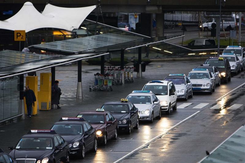 Gemeente pakt 'taxironselaars' Schiphol aan