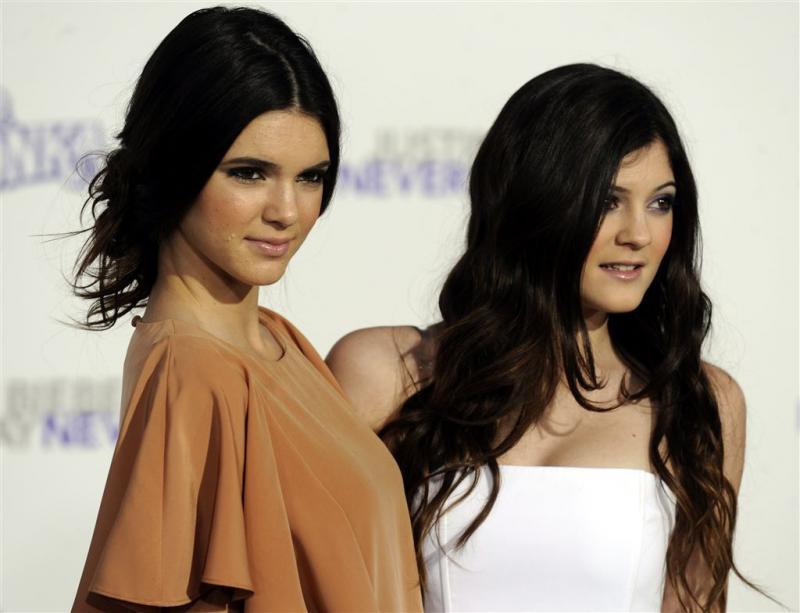 Vrouw gooit eieren naar Kylie en Kendall