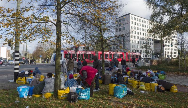 Vluchtelingen mogen weer naar leeg ministerie