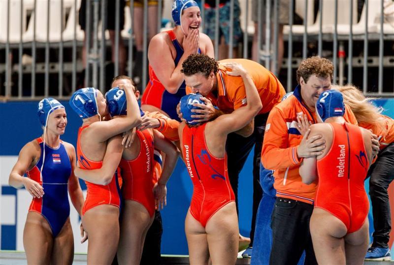 Waterpolosters winnen van China