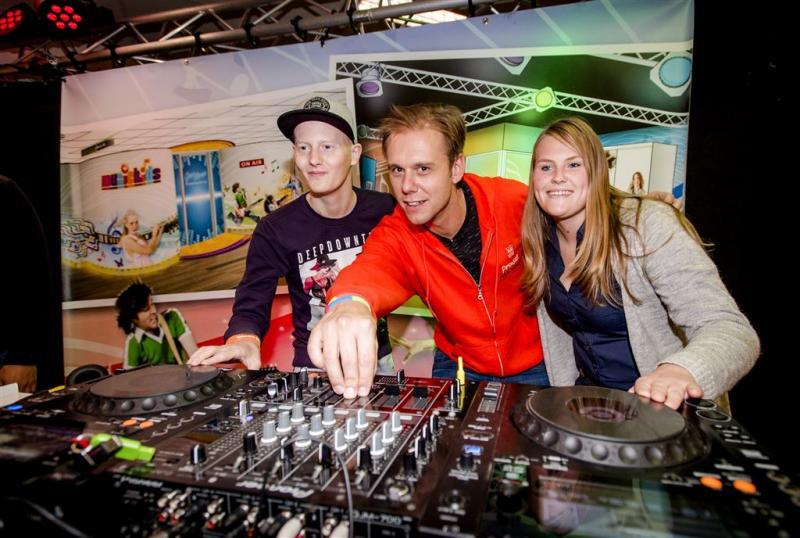 Armin maakt muziek in Prinses Máxima Centrum