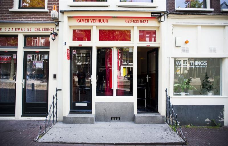 Amsterdam sluit minder prostitutieramen