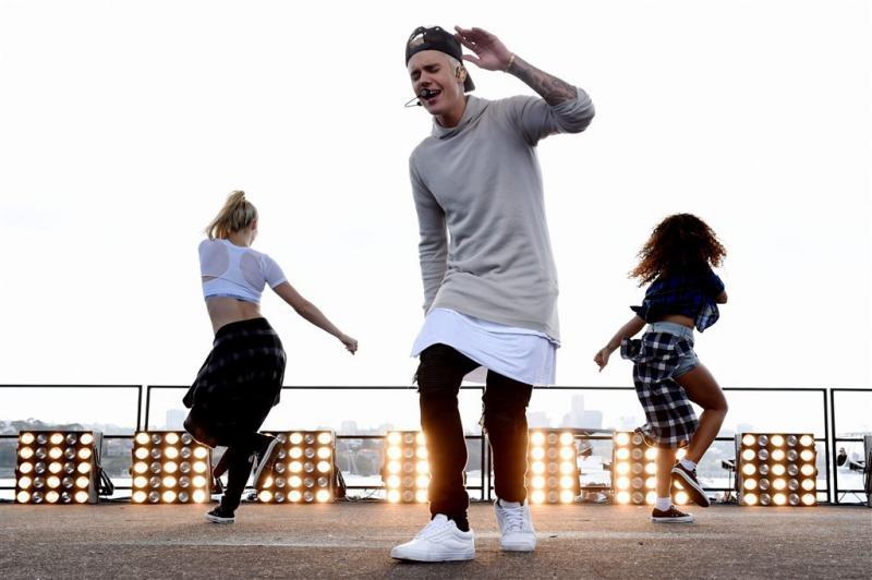 Bieber stoot Adele van eerste plek