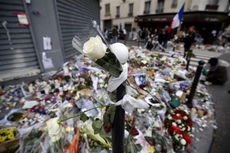 Eerste begrafenissen van slachtoffers Parijs