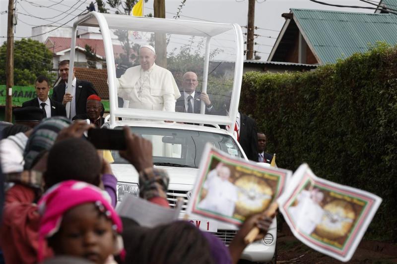Paus: sloppenwijken wonden van de elite