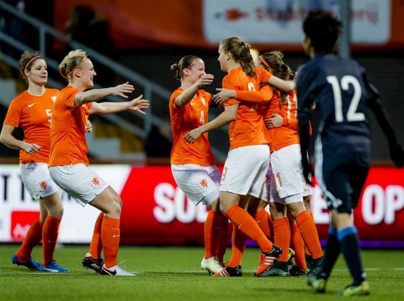 Voetbalsters verrassen Japan in Volendam
