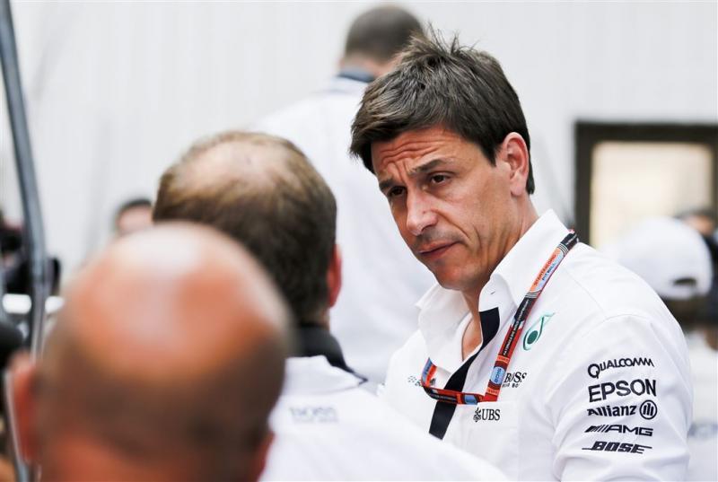 Mercedes zegt Hamilton en Rosberg wacht aan