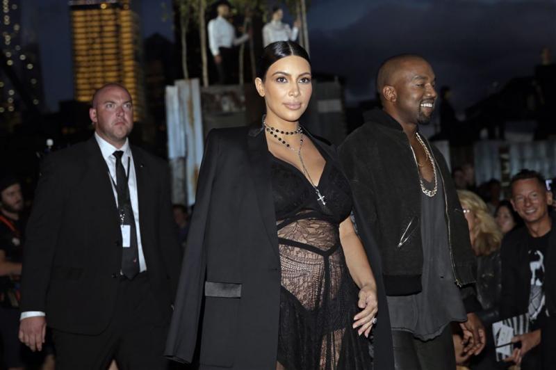 Kim en Kanye noemen zoontje Saint